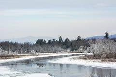 Día de invierno hermoso en las montañas Foto de archivo