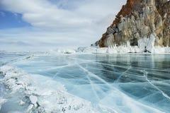 Día de invierno soleado en el lago Baikal Fotos de archivo libres de regalías