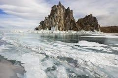 Día de invierno soleado en el lago Baikal Fotos de archivo