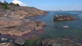 D?a de julio en la costa de la pen?nsula de Hanko finlandia almacen de metraje de vídeo