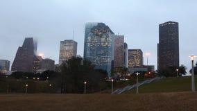 día de 4K UltraHD al timelapse de la noche del horizonte de Houston almacen de video