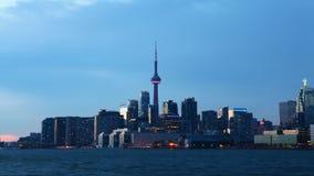 día de 4K UltraHD al timelapse de la noche del horizonte de Toronto almacen de metraje de vídeo