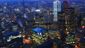 día de 4K UltraHD a la opinión aérea del timelapse de la noche del centro de la ciudad de Toronto almacen de video