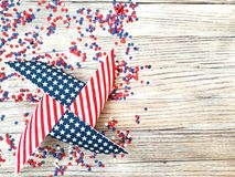 Día de la Independencia, celebración, patriotismo y concepto americanos de los días de fiesta - banderas y estrellas en las 4tas  Fotografía de archivo libre de regalías