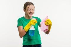 Día de la limpieza, limpieza Adolescente de la muchacha en guantes protectores Imagenes de archivo