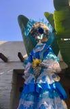 Día de la señora muerta en azul con el capo imágenes de archivo libres de regalías