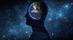 Día de la Tierra concepto del 22 de abril Tierra del planeta dentro de un silhouett humano ilustración del vector