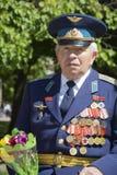 Día de la victoria 9 de mayo Un veterano con las medallas en su pecho Fotografía de archivo libre de regalías