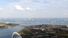 Día de los jardines de Singapur con time lapse del puerto del puerto Cacerola para arriba almacen de video