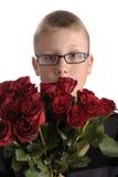 Día de madres. Muchacho con el ramo de rosas rojas Foto de archivo