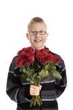 Día de madres: muchacho con el ramo de rosas rojas Fotos de archivo