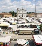 Día de mercado en Palmanova Italia fotografía de archivo libre de regalías