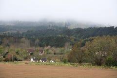 Día de niebla en Escocia cerca de Loch Ness Foto de archivo