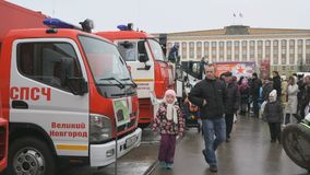 Día de servicios de rescate en Veliky Novgorod, Rusia metrajes