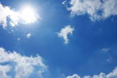 Día de Sun del cielo azul Foto de archivo libre de regalías