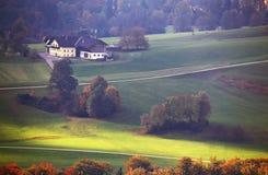 Día de Sunny October en Austria Otoño en las montañas Imagenes de archivo
