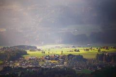Día de Sunny October en Austria Otoño en las montañas Imagen de archivo libre de regalías