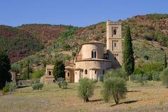 Día de Sunny September en la abadía del ` s de San Antimo Toscana, Italia Foto de archivo libre de regalías