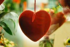 Día de tarjeta del día de San Valentín corazón adornado de la tarjeta del día de San Valentín, ascendente cercano del fondo Fotografía de archivo libre de regalías