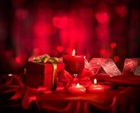 Día de tarjeta del día de San Valentín Velas y caja de regalo Fotos de archivo