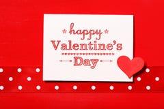 Día de tarjetas del día de San Valentín feliz con el corazón rojo Fotografía de archivo libre de regalías