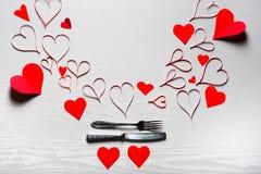 Día de tarjetas del día de San Valentín fijado con los cubiertos El concepto de Valentine Day Foto de archivo
