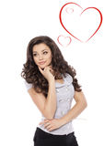 Día de tarjetas del día de San Valentín. Mujer hermosa con la muestra del corazón Foto de archivo libre de regalías