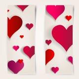 Día de tarjetas del día de San Valentín. Tarjetas abstractas con los corazones de papel Imagen de archivo