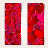 Día de tarjetas del día de San Valentín. Tarjetas abstractas con los corazones de papel Foto de archivo