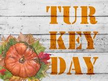 Día de Turquía con la calabaza y las hojas de otoño para el día de la acción de gracias Imagen de archivo libre de regalías