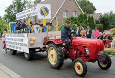 Día de un pueblo en Alemania del norte Kettenkamp es 825 años Desfile de ciudadanos Fotografía de archivo libre de regalías