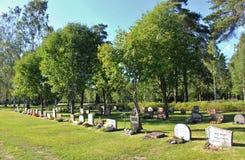 Día de verano en el cementerio Imagenes de archivo