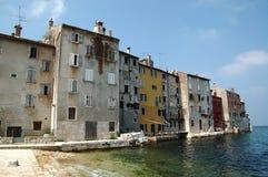 Día de verano en la ciudad vieja Rovinj Croacia imagen de archivo