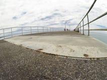 Día de verano nublado en el embarcadero en sur de Australia con la visión granangular imágenes de archivo libres de regalías