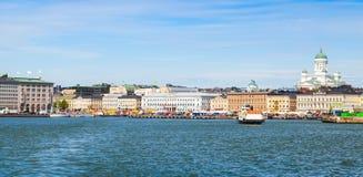 Día de verano, paisaje urbano de Helsinki Quay central imagen de archivo libre de regalías