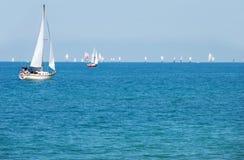 Día de verano que navega un barco Imágenes de archivo libres de regalías