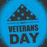 Día de veteranos en los E.E.U.U. Señale América por medio de una bandera doblada en el símbolo del triángulo de m Imagen de archivo
