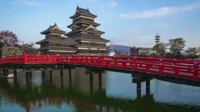 Día del castillo de Matsumoto al lapso de la noche en Matsumoto, prefectura de Nagano, Japón metrajes