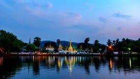 Día del lapso de tiempo a la noche del templo Chong Klang almacen de metraje de vídeo