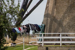 Día del lavadero en el molino de viento imagen de archivo