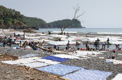 Día del lavadero, Praia Messia Alves, Sao Tome, África Fotos de archivo
