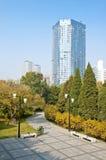 Día del otoño en el parque de la ciudad Imágenes de archivo libres de regalías