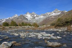 Día del otoño en Zermatt Imagen de archivo libre de regalías