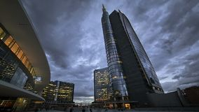 Día del rascacielos a la noche almacen de metraje de vídeo