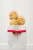 Día del `s de la tarjeta del día de San Valentín Bolso con el ` presionado cookieswith del ` del texto te amo Fotografía de archivo