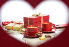 Día del `s de la tarjeta del día de San Valentín Capítulo bajo la forma de corazón imagen de archivo libre de regalías
