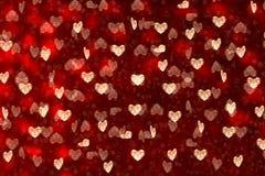 Día del `s de la tarjeta del día de San Valentín Muchos corazones en un fondo rojo fotografía de archivo libre de regalías