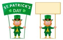 Día del ` s de St Patrick El duende sostiene la bandera Fotografía de archivo libre de regalías