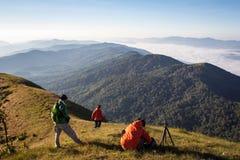 Día del senderismo en las montañas en Tailandia Imágenes de archivo libres de regalías