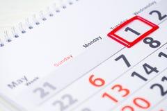 Día del Trabajo 1 de mayo marca en el calendario Fotos de archivo libres de regalías